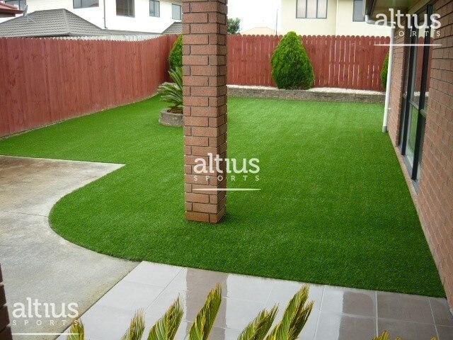 backyard-artificial-lawn